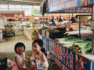 Morning in the local Tianjin market