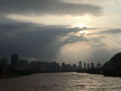 城市的影子